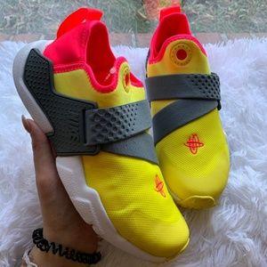 NEW Nike Huarache Extreme